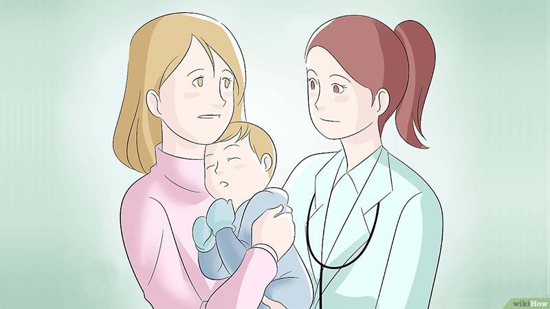 Врач с мамой и грудным ребёнком