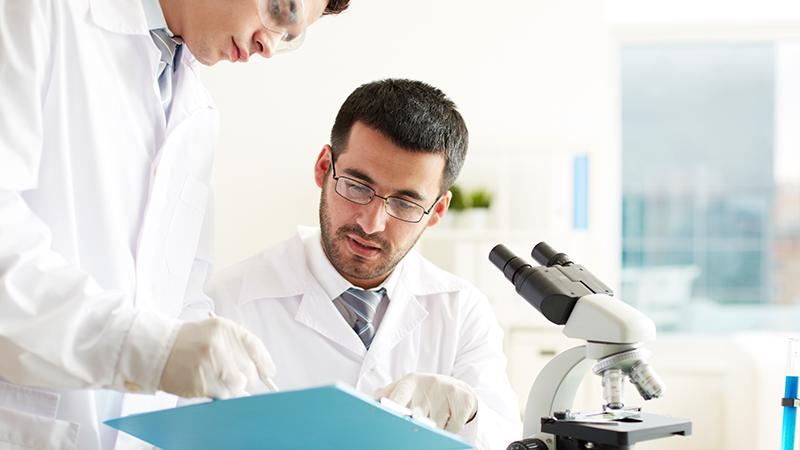 Учёные в лаборатории