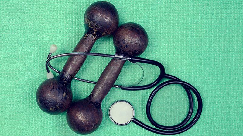 Гантели и стетоскоп